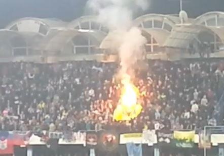 На матче Черногория - Россия сожгли флаг НАТО
