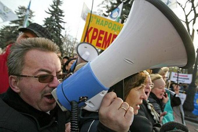 Оппозиция намерена провести антикризисное шествие по Москве в апреле