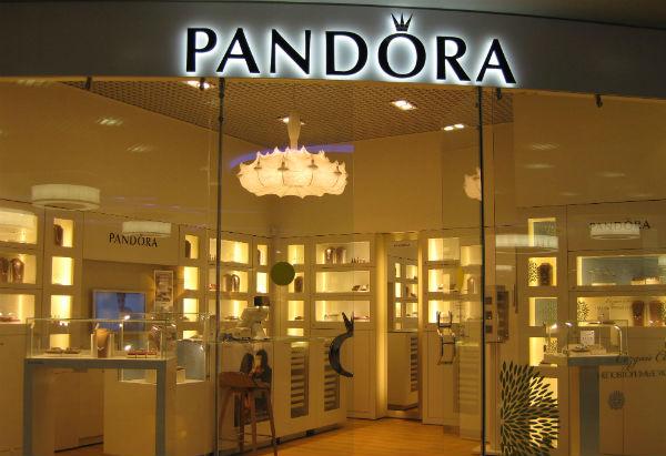 Сбербанк вынужденно стал владельцем ювелирной сети Pandora