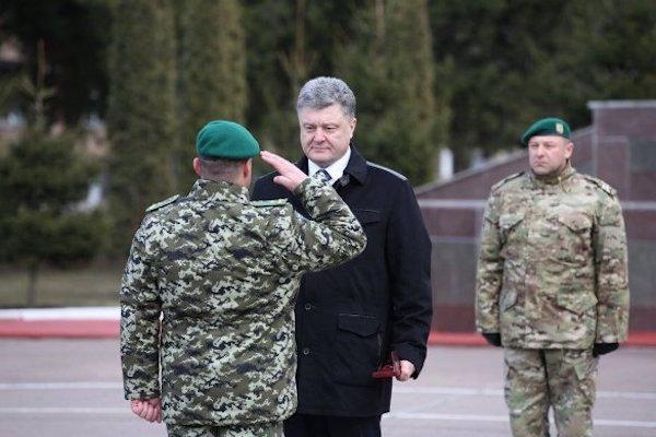 Офицеры ВСУ требуют от Порошенко отставки Генштаба из-за Дебальцево