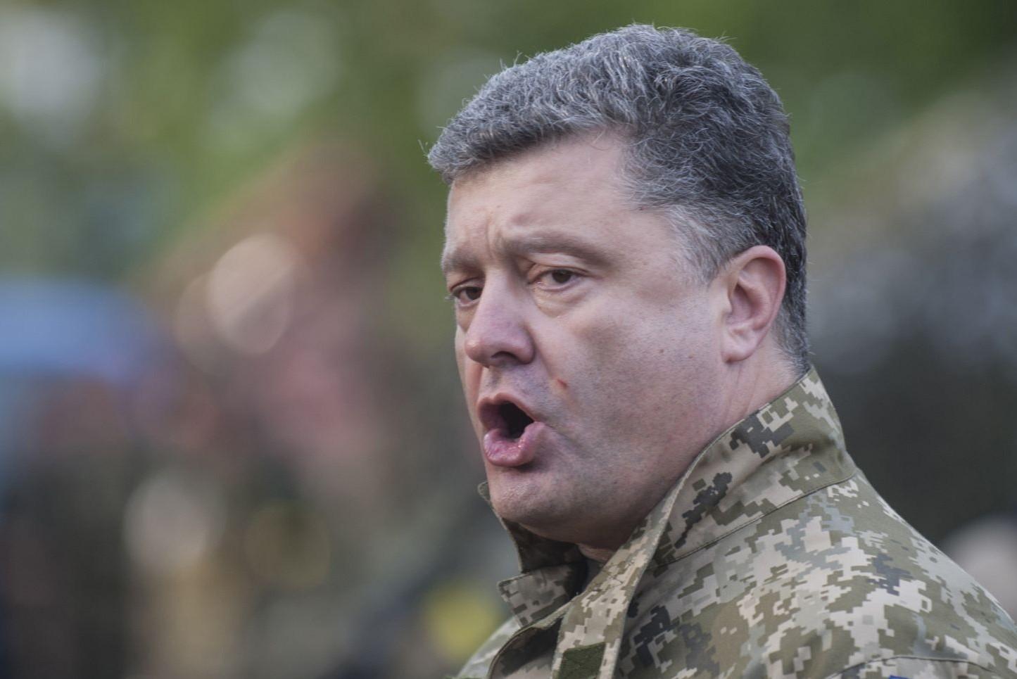 Порошенко верит в мир, но готовит Украину к войне