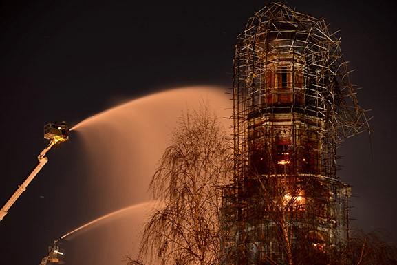 Колокольня в Новодевичьем монастыре потушена