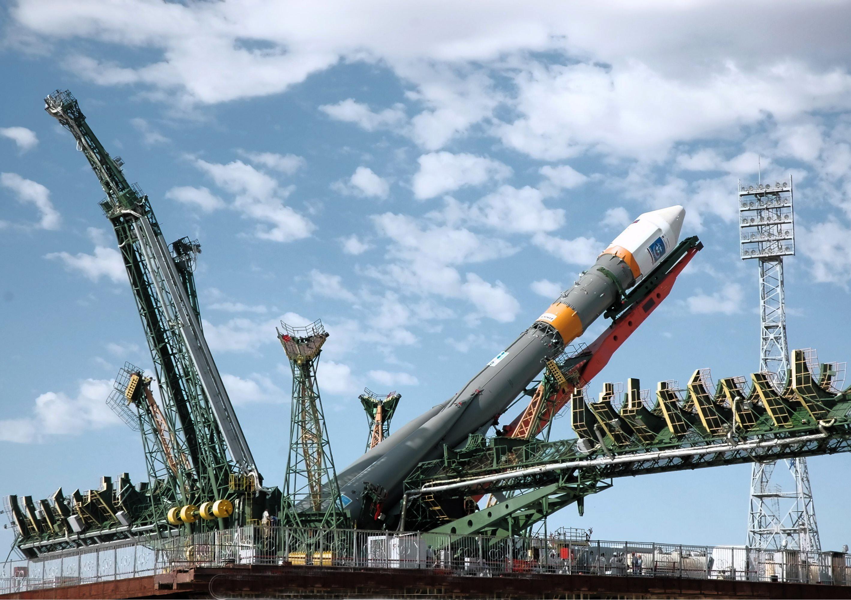 Роскосмос поручил создать новую ракету для полетов на Луну