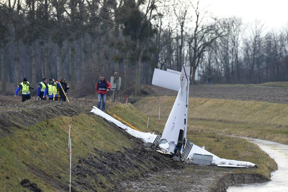 4 человека погибли во время крушения самолета во Франции