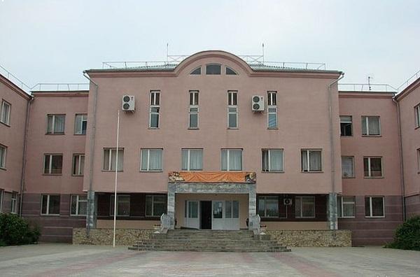 Отец и дед подрались в школе Пятигорска