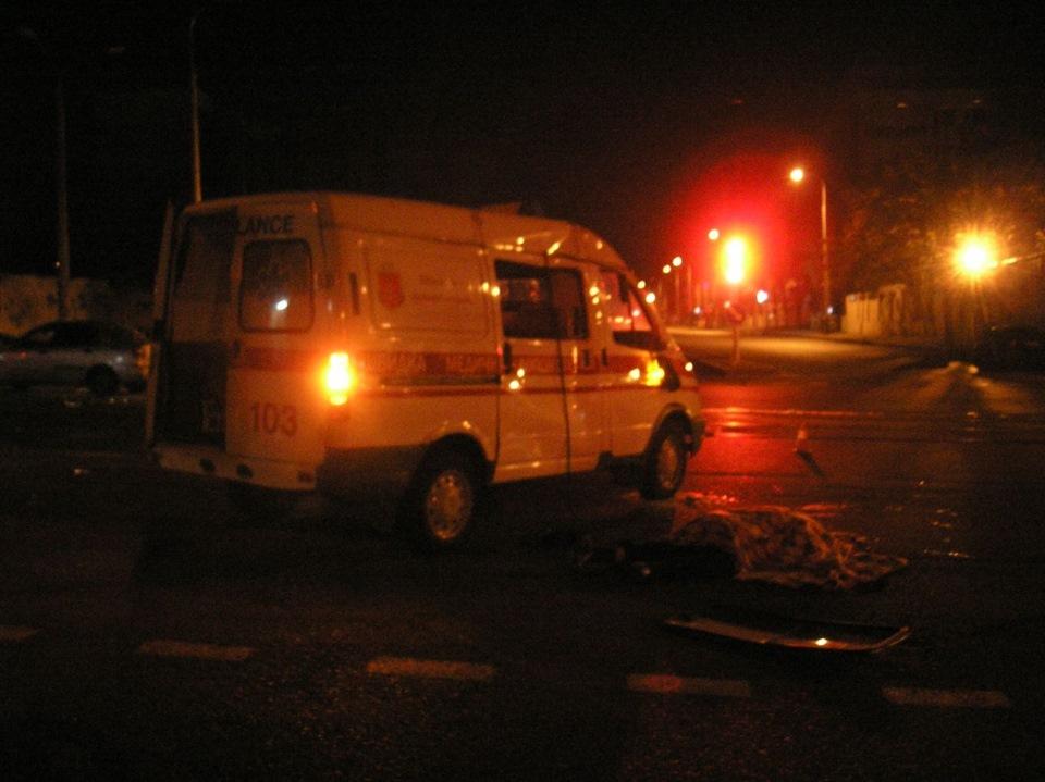 В Краснодаре грузовик сбил врача скорой помощи, спасавшего пострадавших в ДТП