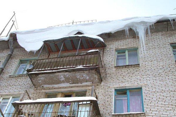 Упавший с крыши снег травмировал самарскую девочку