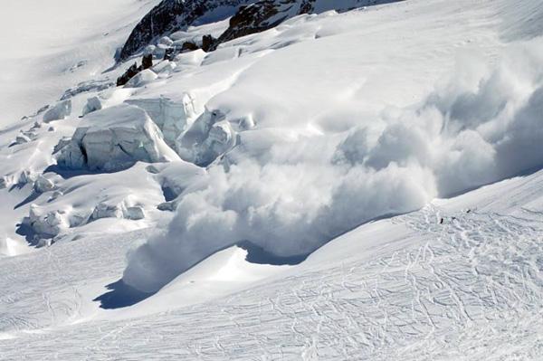 Подростки чудом выжили после схода лавины на Камчатке