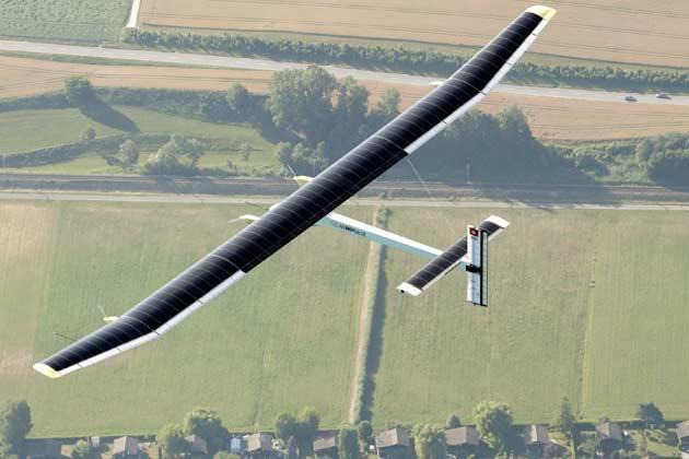 Самолет на солнечных батареях Solar Impulsе 2 отправился в кругосветное путешествие