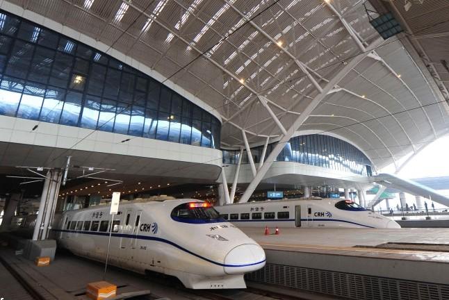 9 человек получили ножевые ранения на вокзале в Китае