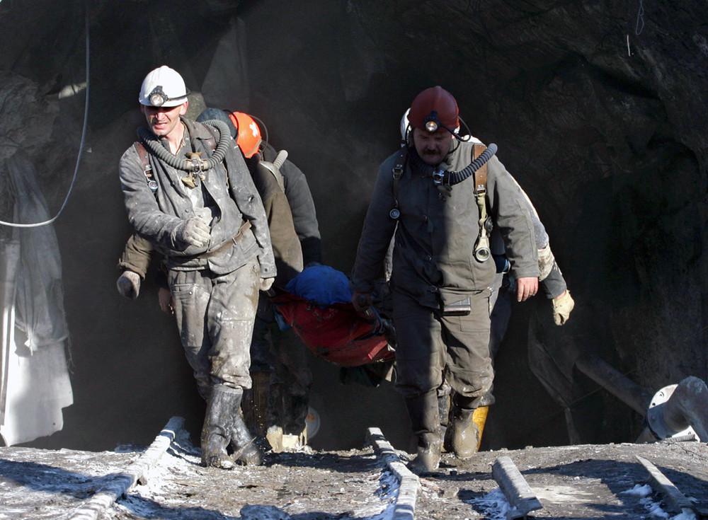 На шахте в Донецке произошел взрыв, в забое находятся более 200 горняков