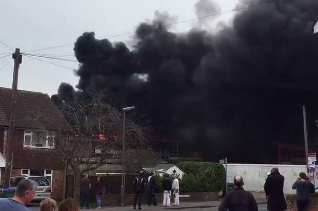 У начальной школы в Англии прогремел взрыв
