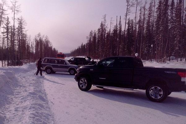 На перекрытой трассе в Якутии застряли уже больше сотни машин