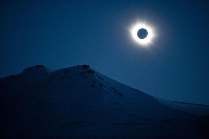 В Сети появилось полное видео солнечного затмения