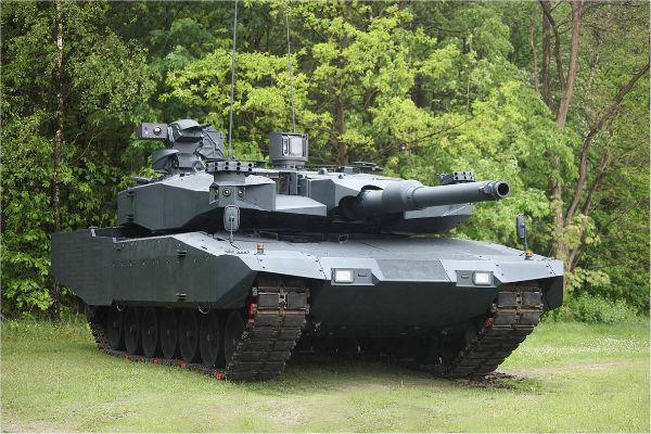 Украинские силовики обкатывают под Широкино немецкий танк «Леопард»