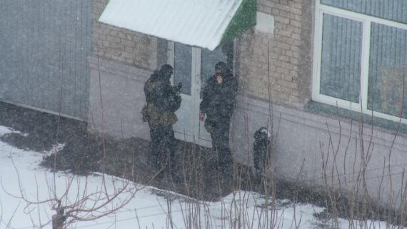 Оперативники у здания Roshen