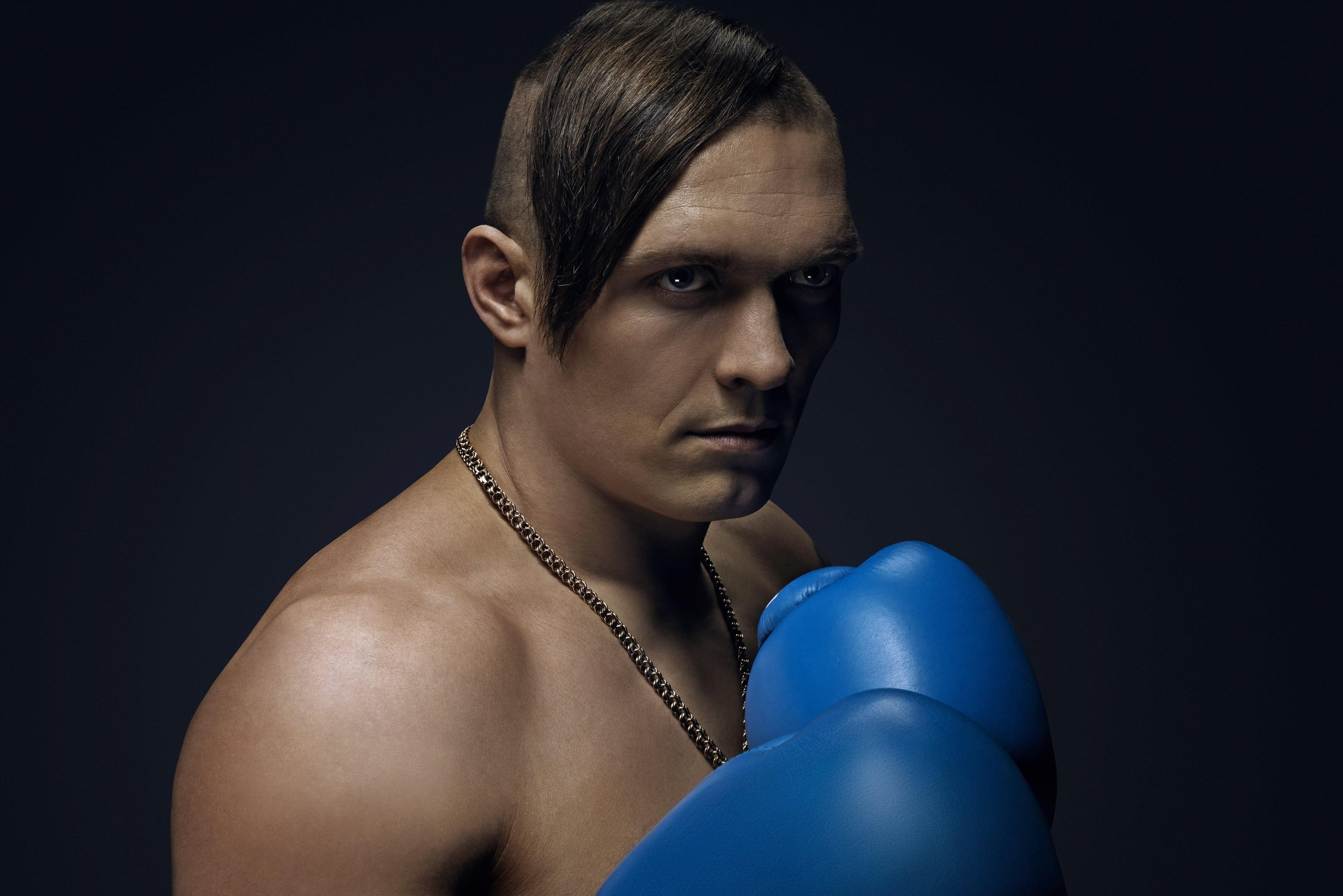 Украинскому боксеру Александру Усику посоветовали