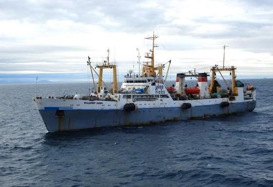 Восемь моряков с потерпевшего крушение траулера госпитализированы