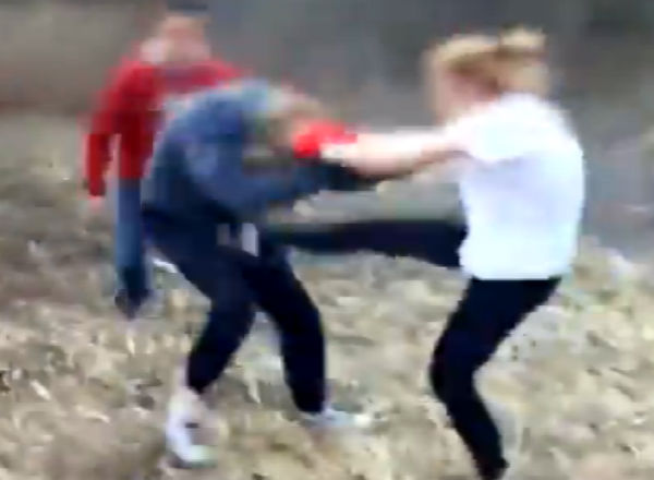 Полиция: Школьницы били друг друга по взаимному согласию