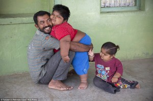 279AE6A900000578-3040673-Hard_working_Anisha_hugs_her_father_Rameshbhai_with_Harsh_Mr_Nan-a-54_1429131837072