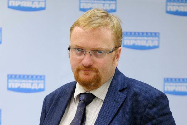 Милонов назвал подлецом автора клипа с поцелуями на фоне Сталина