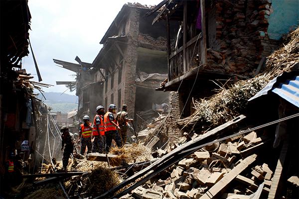 Малыш пролежал почти сутки под завалами в Непале и выжил