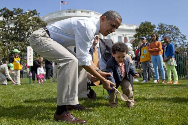 Обама покатал с детьми яйца возле Белого дома