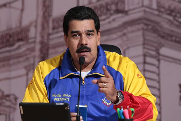Президент Венесуэлы катается на качелях, пока страна разваливается