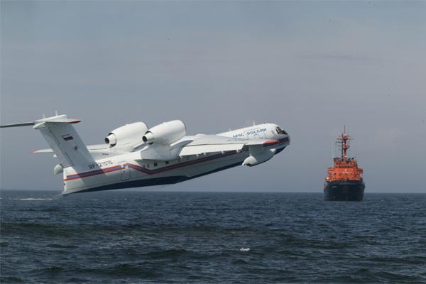 Поиски моряков затонувшего траулера с помощью авиации завершились