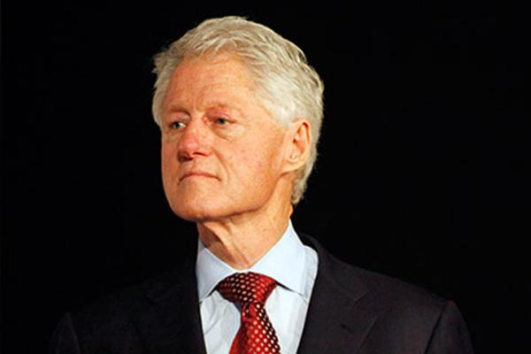 Самолет с Биллом Клинтоном экстренно приземлился в Африке