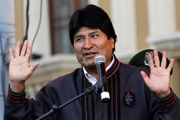 Телеоператор получил удар электрошокером от охраны президента Боливии