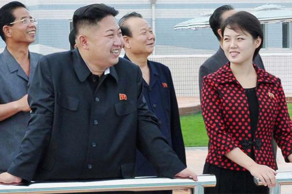 Жена главы Северной Кореи Ким Чен Ына впервые вышла на публику