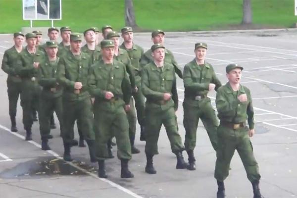 Солдаты из России спели хит