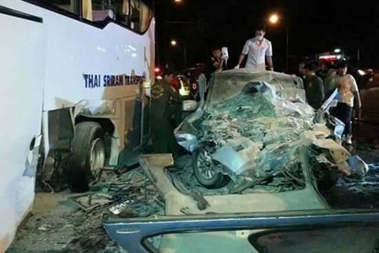 Автобус с российскими туристами попал в аварию в Таиланде
