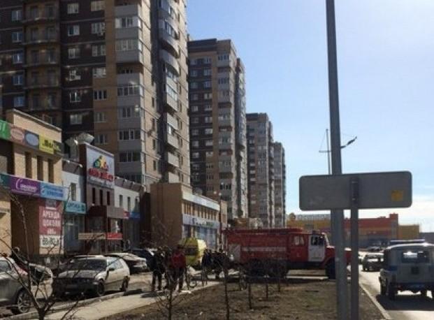 В Тюмени с 13-го этажа выпала и разбилась насмерть девушка