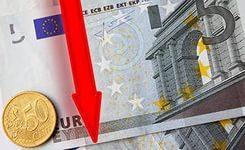 Bloomberg: Банки избавляются от евро