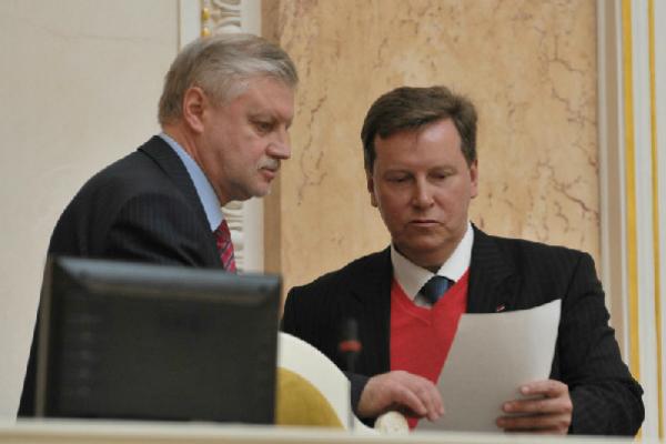 Миронов и Нилов внесли законопроект об отмене транспортного налога