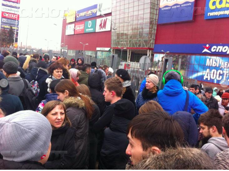 В Москве эвакуировали 4,5 тысячи человек из ТЦ