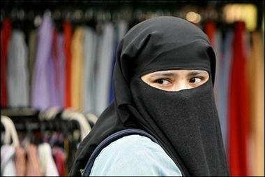 В Великобритании 16-летняя девушка подозревается в терроризме