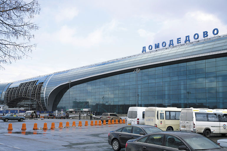 Пассажир рейса из Дубаи в Москву устроил дебош на борту