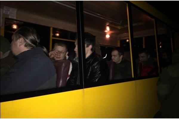 Порошенко приписал себе в заслугу освобождение 16 украинских военнопленных