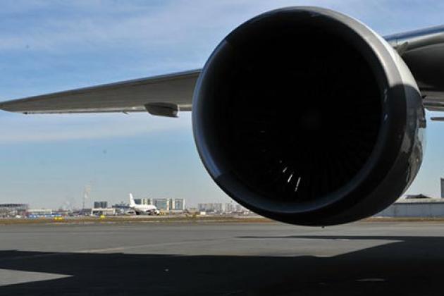 Из-за возгорания двигателя в Баку экстренно сел лайнер British Airways