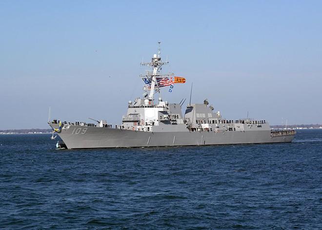 Американский эсминец заходит в Черное море
