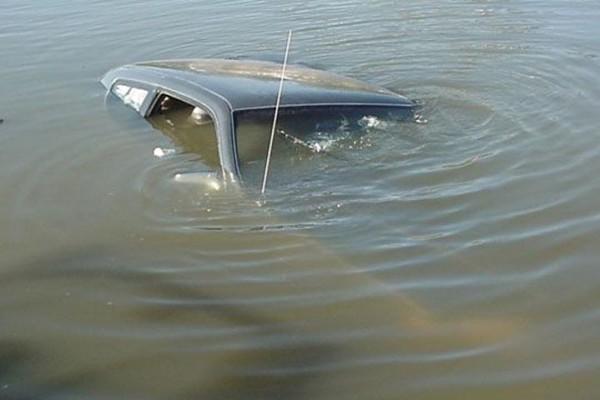 5-летний малыш утонул в реке вместе с машиной отчима