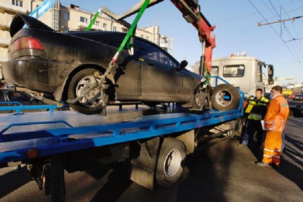 Из центра Волгограда массово вывозят «бесхозные» автомобили