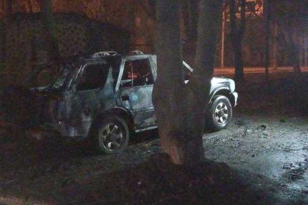 Сильный взрыв в Харькове уничтожил джип военнослужащего