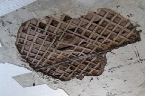 На 5-летнюю именинницу с подругами обвалился потолок