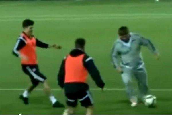 Кадыров «не удержался» и выбежал на поле играть за «Терек»