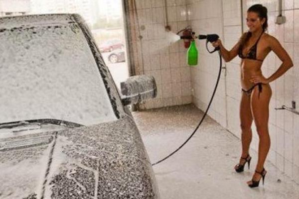 Впервые в Кузбассе открылась эротическая автомойка