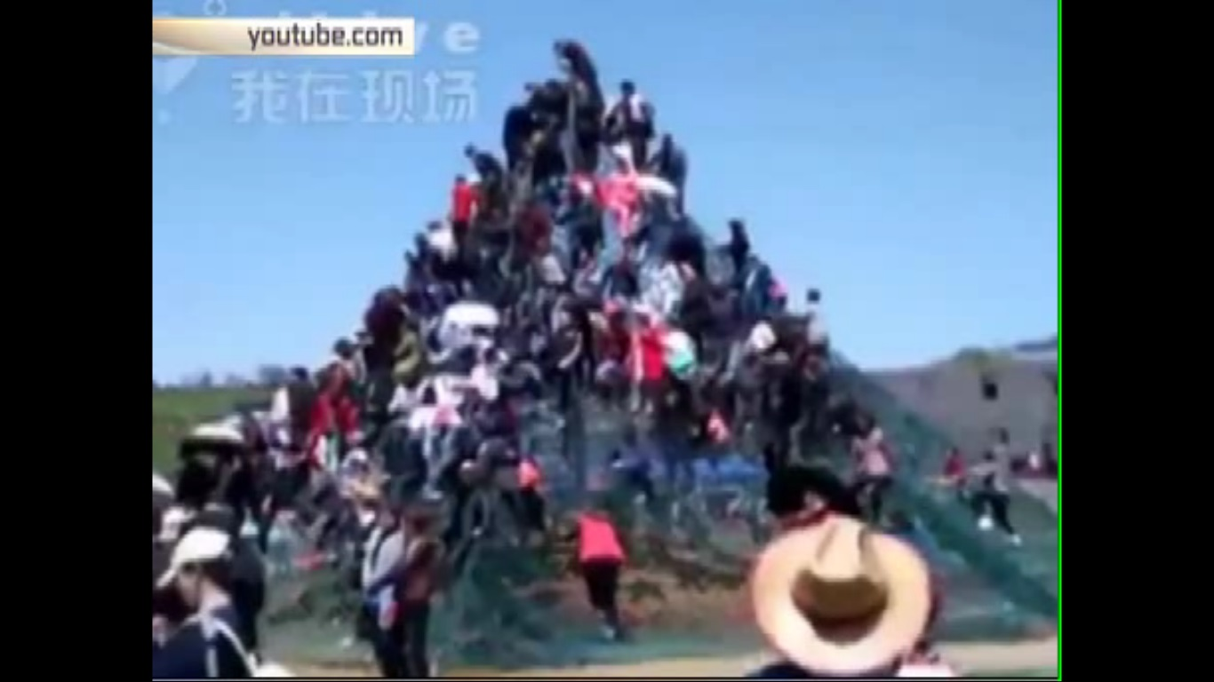 На празднике цветов в Китае погибли два человека, десятки ранены
